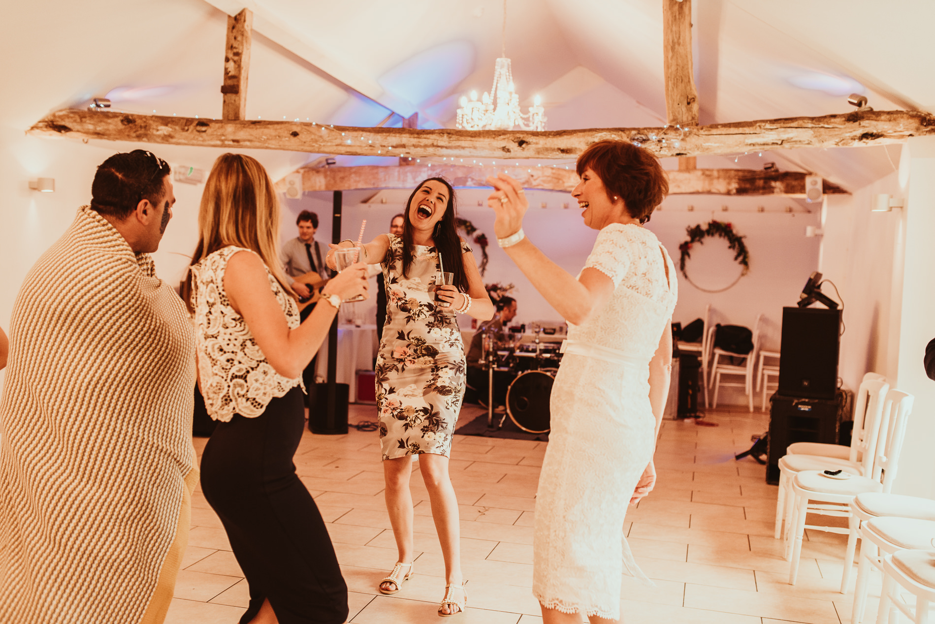 beccles_white_dove_barn_suffolk_wedding_festival79