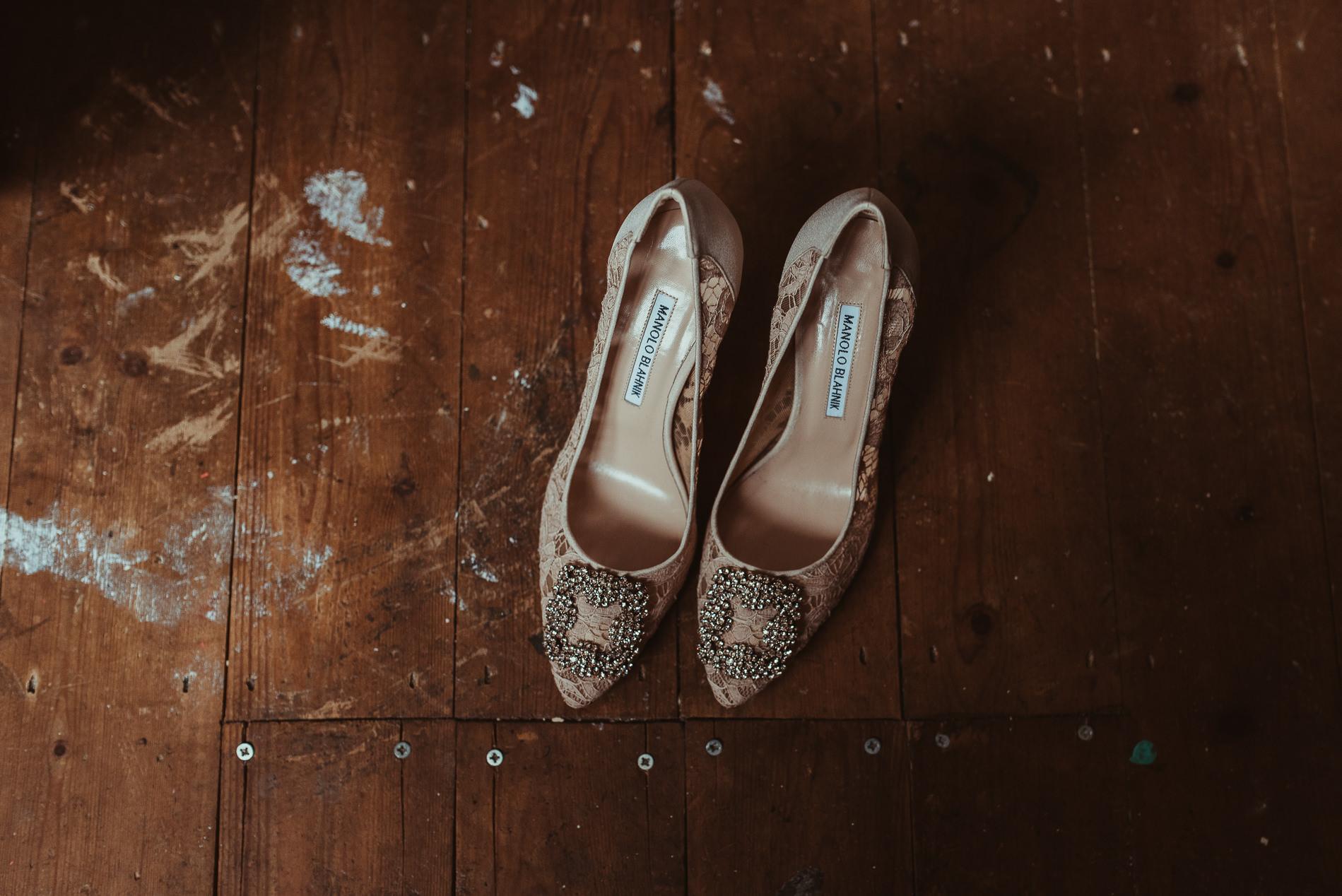 bohemian_wedding_lawshall_church_garden1