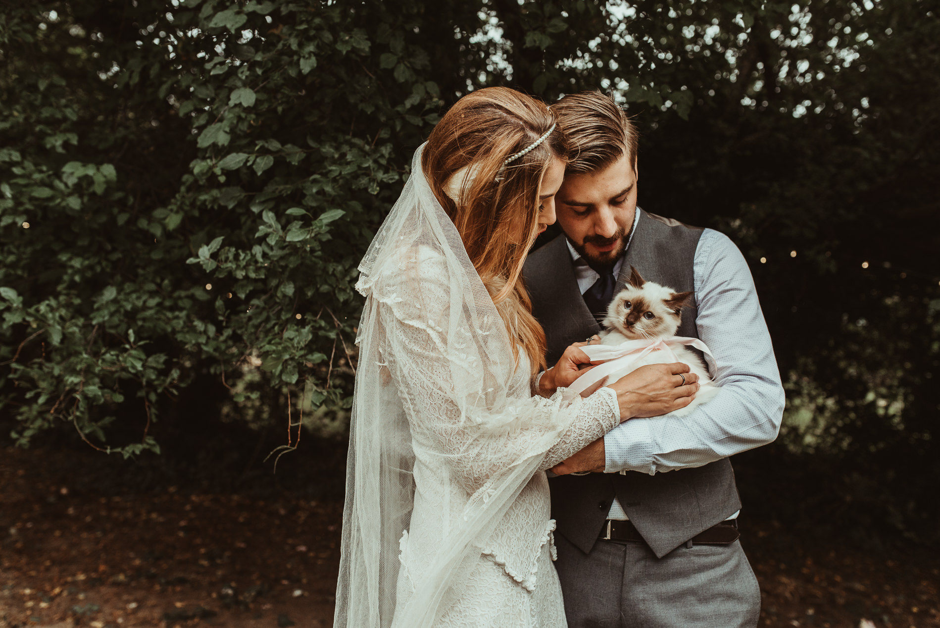 bohemian_wedding_lawshall_church_garden110