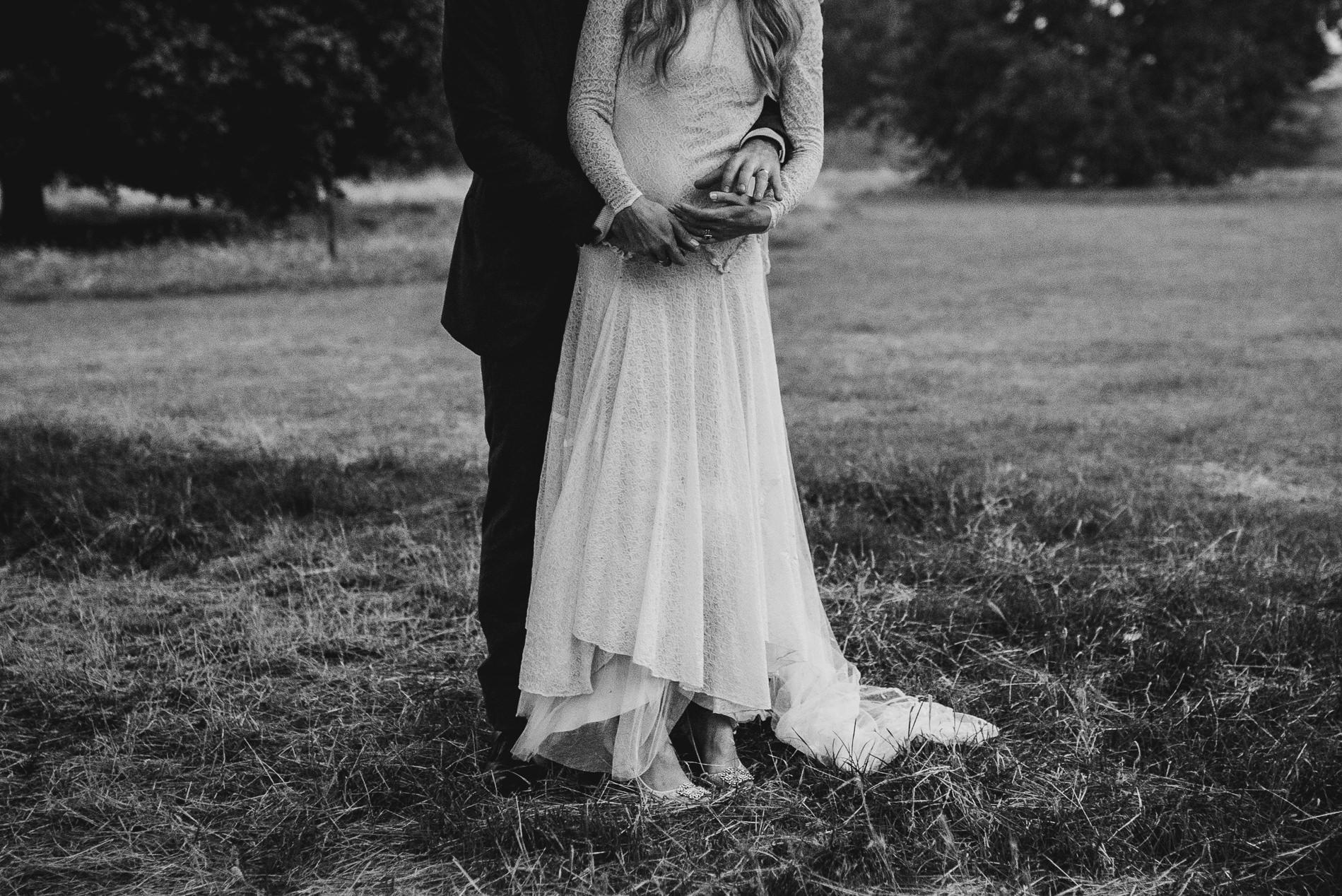 bohemian_wedding_lawshall_church_garden128
