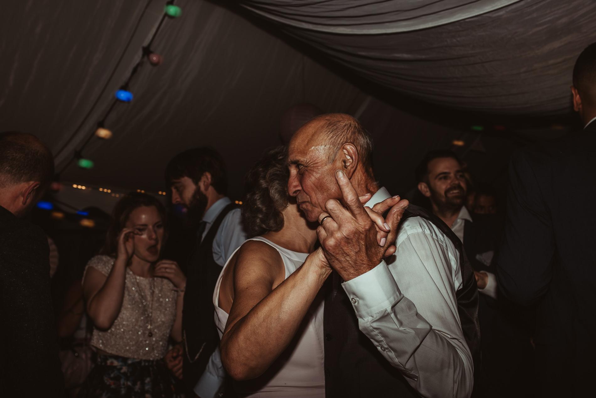bohemian_wedding_lawshall_church_garden136