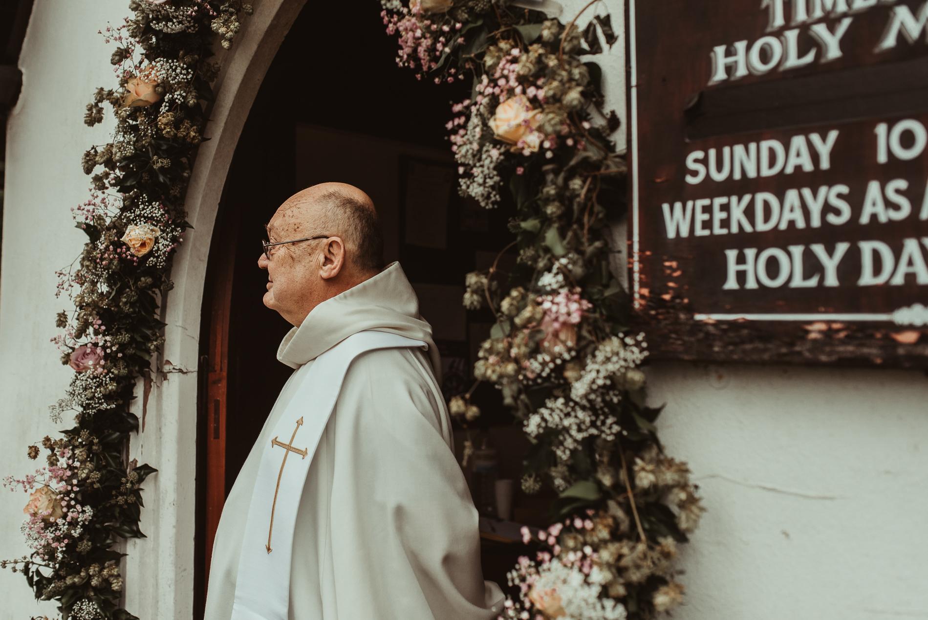 bohemian_wedding_lawshall_church_garden28