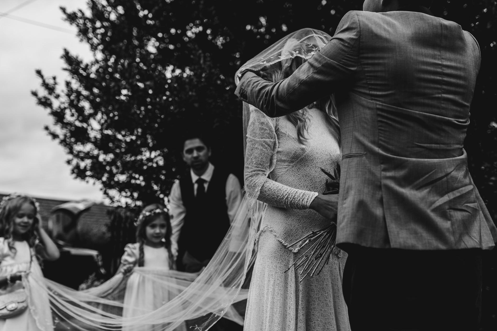 bohemian_wedding_lawshall_church_garden34
