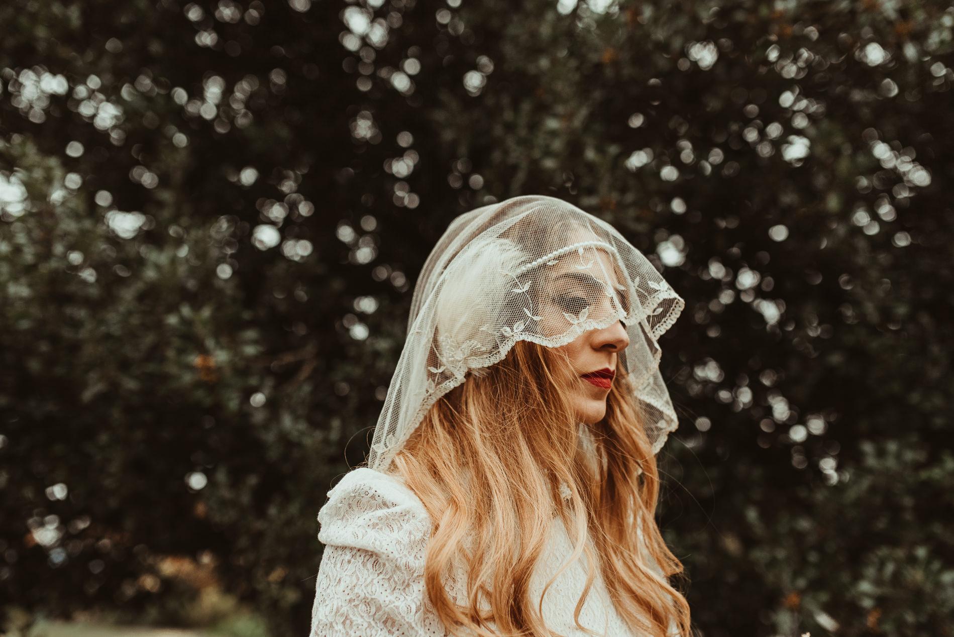 bohemian_wedding_lawshall_church_garden35