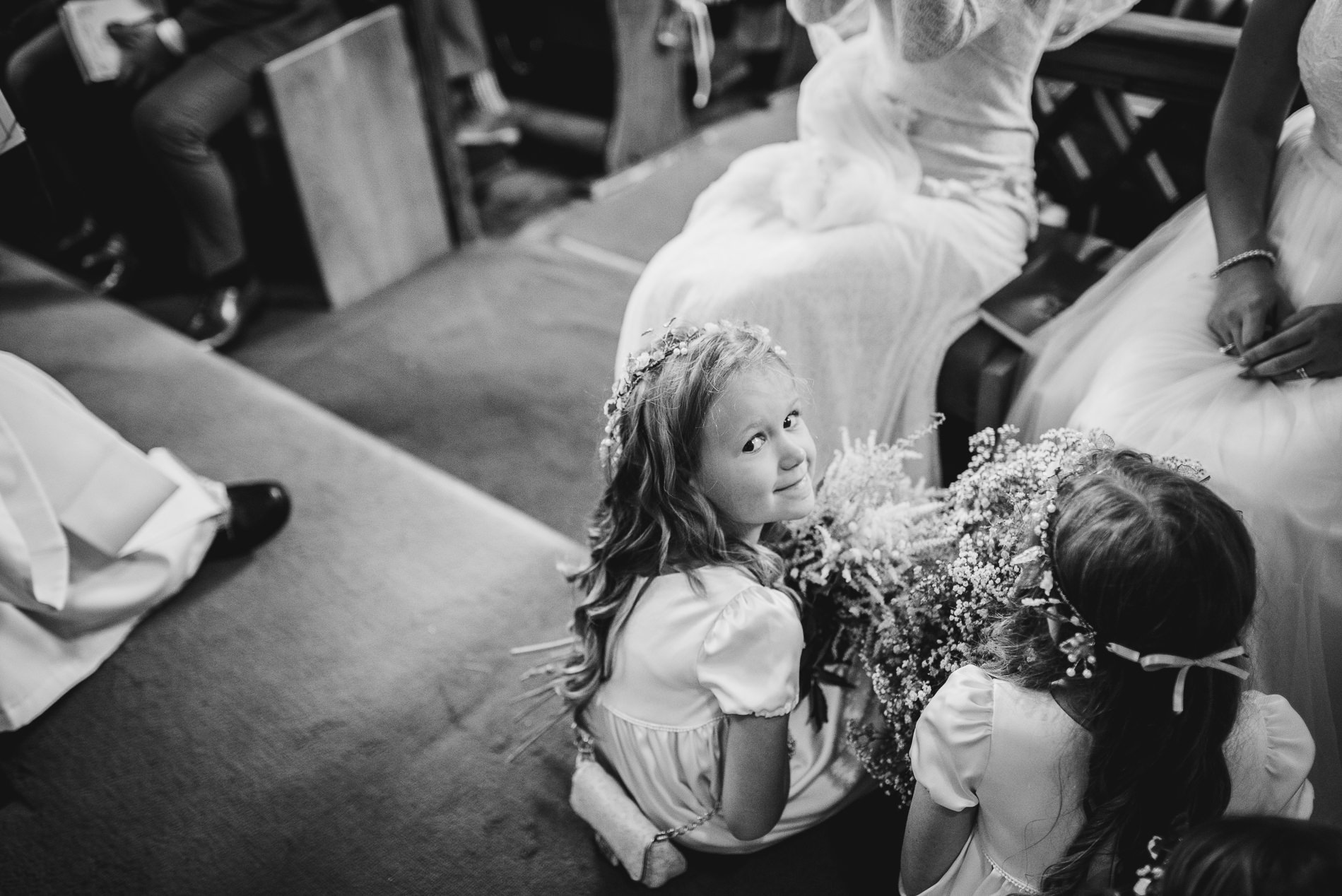 bohemian_wedding_lawshall_church_garden39