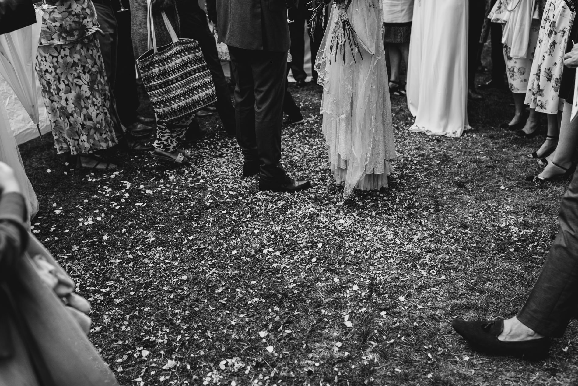 bohemian_wedding_lawshall_church_garden55