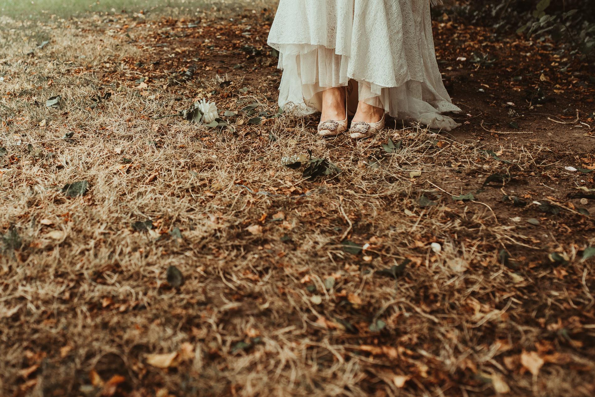 bohemian_wedding_lawshall_church_garden60