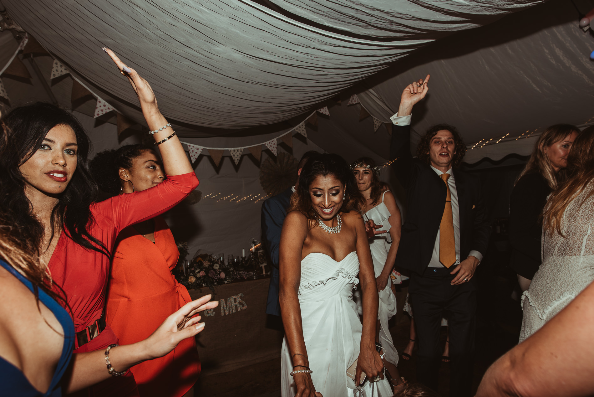 bohemian_wedding_lawshall_church_garden85